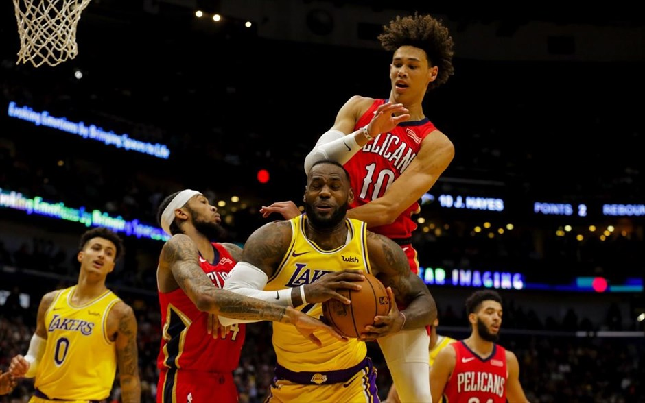 Los Angeles Lakers ενάντια New Orleans Pelicans. Αθλητές μπάσκετ των Pelicans ενάντια του Λεμπρόν Τζέιμς τωνLos Angeles Lakers, Αμερική.