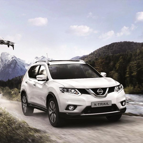 nissan x trail x scape crossover drone. Black Bedroom Furniture Sets. Home Design Ideas