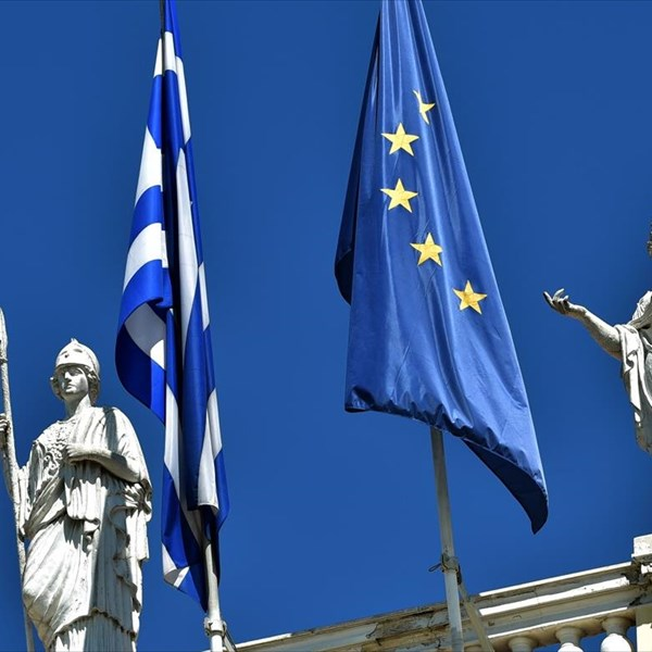 Reuters Greek govt eyeing bond issues swaps ahead of bailout's