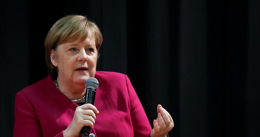 Merkel to business executives: Cut taxes in Greece, but not at expense of fiscal targets